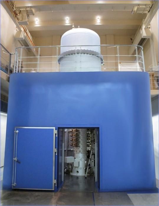原子分解能・ホログラフィー電子顕微鏡の画像1