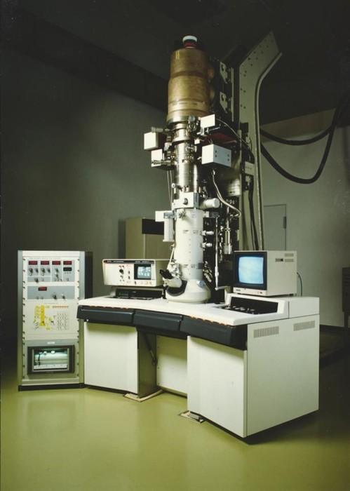 ホログラフィー電子顕微鏡の画像1