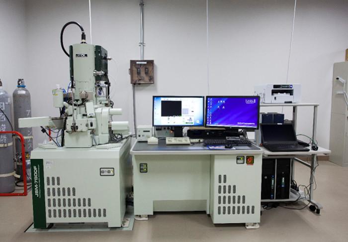 電界放出型走査電子顕微鏡の画像1