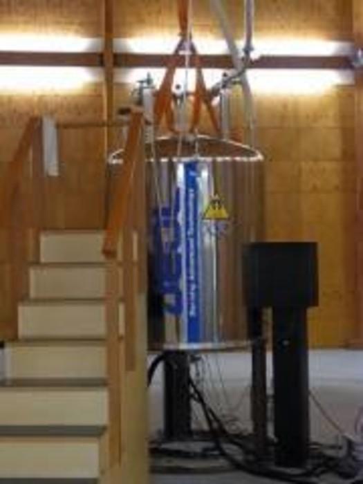 3重共鳴プローブ 固体700MHzJEOLの画像1